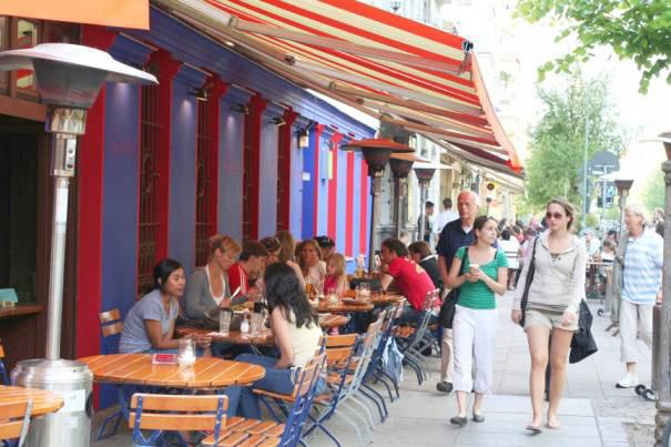Viele Restaurants Und Cafes Laden In Ganz Prenzlauerberg Hier Am Helmholtzplatz Zum Verweilen